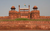 Lahore davanti cancello rosso forte delhi, india — Foto Stock
