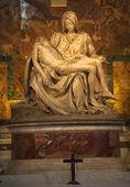 ミケランジェロのピエタの彫刻クロス バチカン ローマ イタリア — ストック写真