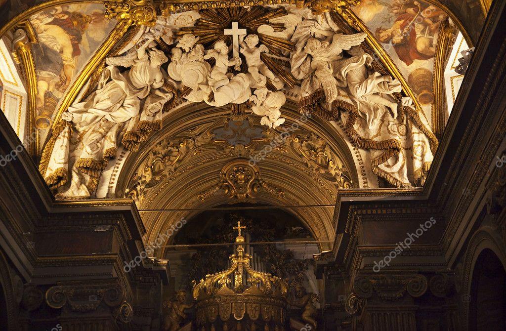 Santa maria v trevio kostele sochy a malované stropy Řím i — Stock fotografie #6078356
