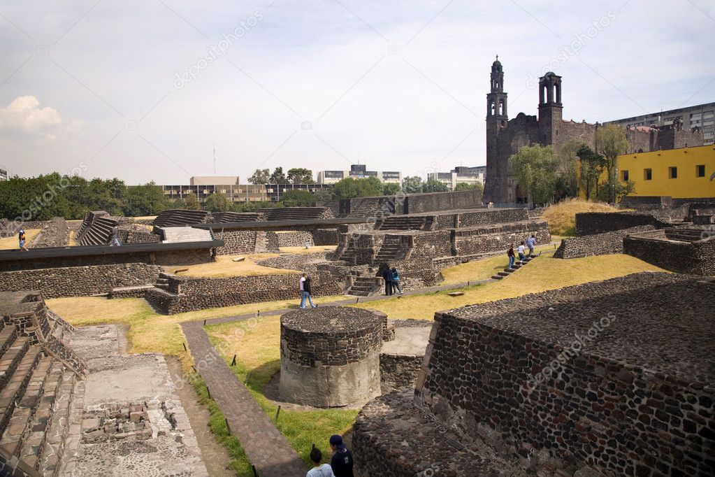 Plaza of the Three Cultures, Plaza de las Tres Culturas Ancient Aztec City of Tlatelolco where Aztecs staged last battle against Cortez in Mexico City Mexico — Stock Photo #6110410