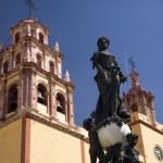 Peace Statue Basilica Guanajuato Mexico — Stock Photo #6127378