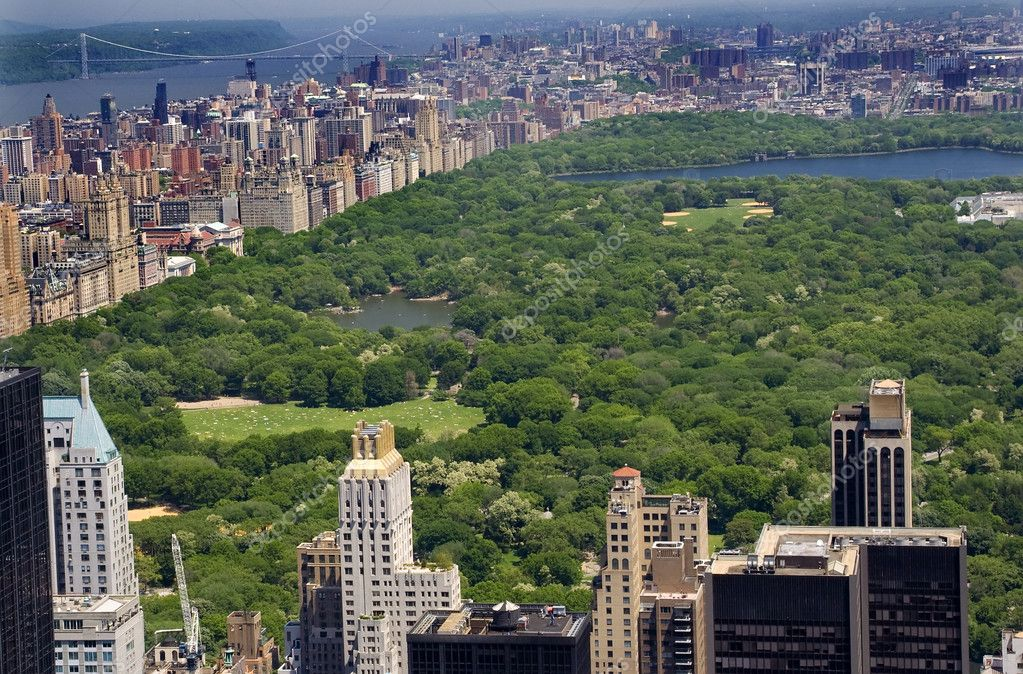 Buildings and Skyscrapers, Central Park, Hudson River, New York CityResubmit--In response to comments from reviewer have further processed image to reduce noi — Stock Photo #6127386