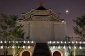 Chiang kai-shek memorial hall taipei tayvan ay yıldız ağaçlar zen — Stok fotoğraf