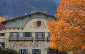 Fall Colors German Buildings Orange Maple Leaves Leavenworth Was — Stock Photo