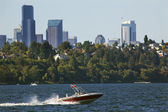 Seattle Skyline from Lake Washington Seward Park Red Speedboat — Stock Photo