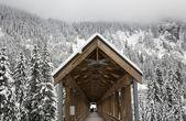 Long Snowy Wooden Covered Bridge Washington — Stock Photo