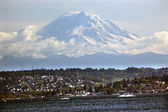 Mount Rainier from Lake washington Seattle — Stock Photo