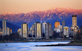 Vancouver Skyline Harbor English Bay Birds Snow Mountains Sunset — Stock Photo