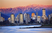 Vancouver Skyline Harbor English Bay Snow Mountains Sunset Briti — Stock Photo