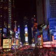 Times square lichtshow auto's new york city skyline nacht — Stockfoto