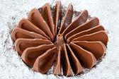 Braune schokolade apfel form in folie isoliert — Stockfoto