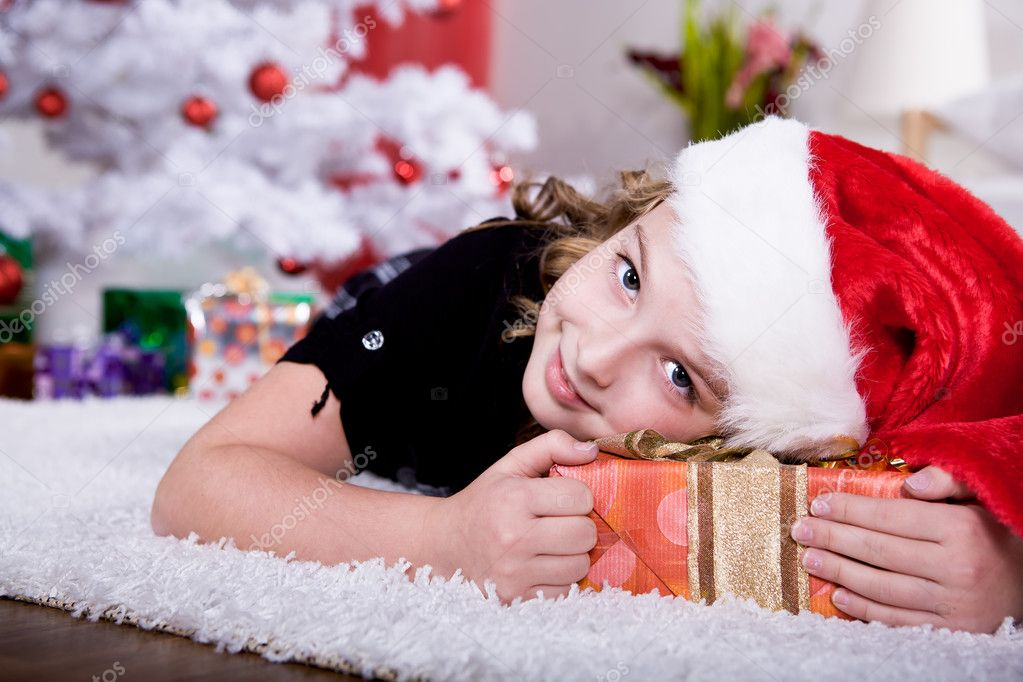 A little girl geting the Christmas gift — Stock Photo #6098526