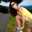 Foto Stock: Young woman on rollerblades in the country