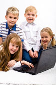 Children with laptop — Stockfoto