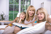 Family reading a book — Foto Stock