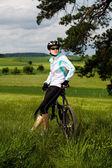 女性のサイクリング — ストック写真