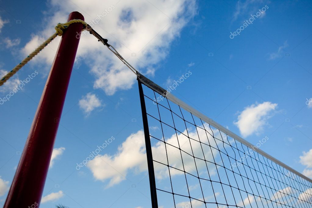 Volleyball net. Blurry background of an ocean front. Shallow depth of field — Stock Photo #6047732