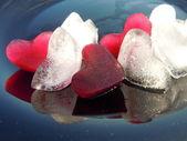 Kalp şekli buz küpleri — Stok fotoğraf
