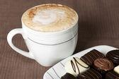 Cappuccino ve çikolata — Stok fotoğraf