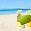 Ocean beach with palm and and exotic coctail — Stock Photo