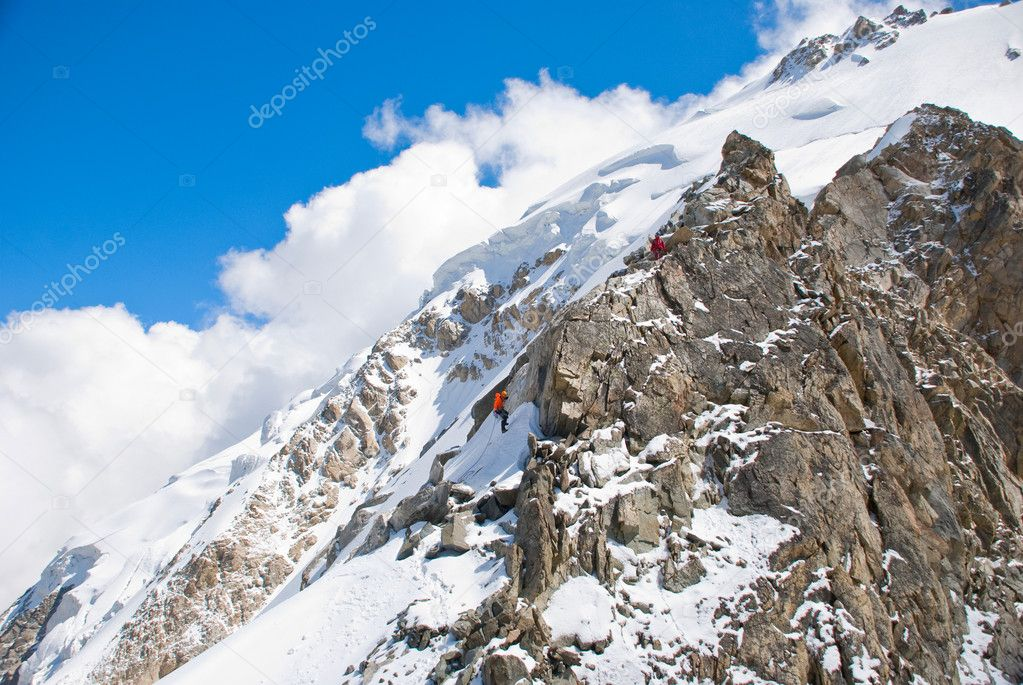 Beautiful mountain peaks with snow and ice — Stock Photo #6705093