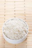 Spařenou rýži v misce — Stock fotografie