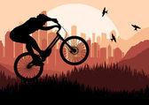 高層ビル都市の風景イラストでマウンテン バイク トライアル ライダー — ストックベクタ