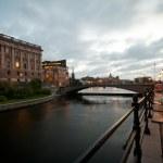 Bridge to parliament — Stock Photo #6132514