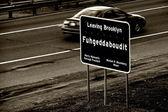 Pozostawiając znak brooklyn. — Zdjęcie stockowe