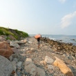 Surfer on the Atlantic coast rocky shoreline. — Foto de Stock
