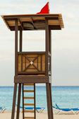 Beach lifeguard tower on the caribbean beach. — Stock Photo