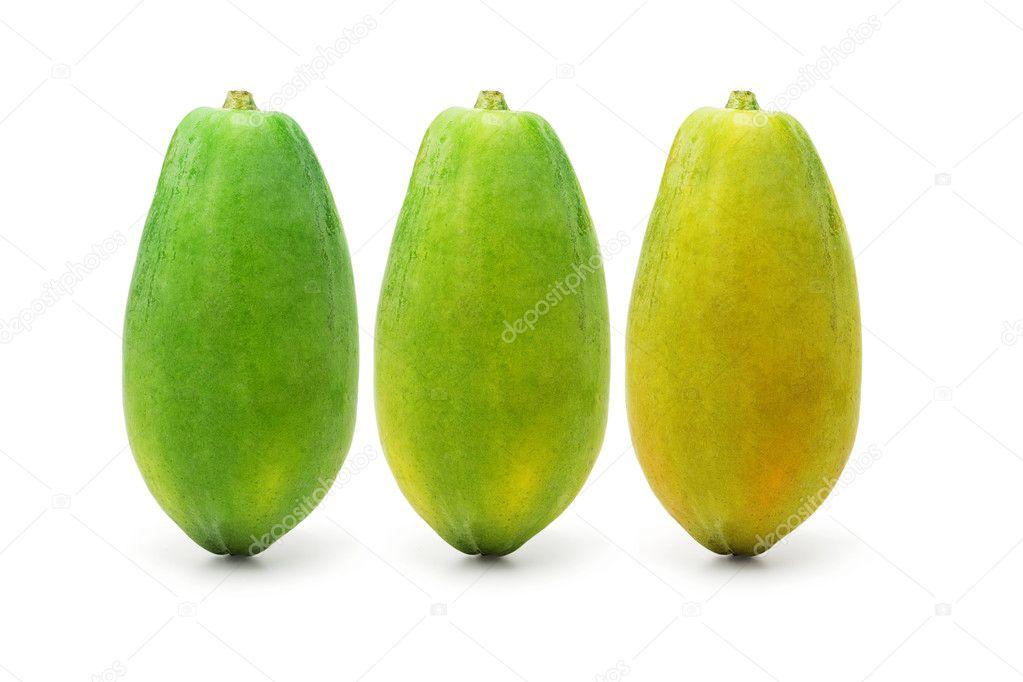 三在白色背景上的木瓜果实成熟