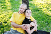 Bald-headed man embraced a girl — Stockfoto