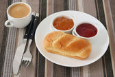 Bread with jam and coffee — Stockfoto
