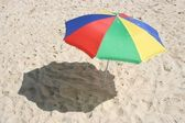 Sun umbrella on sand — Stock fotografie