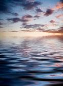 Zonsondergang met reflectie — Stockfoto