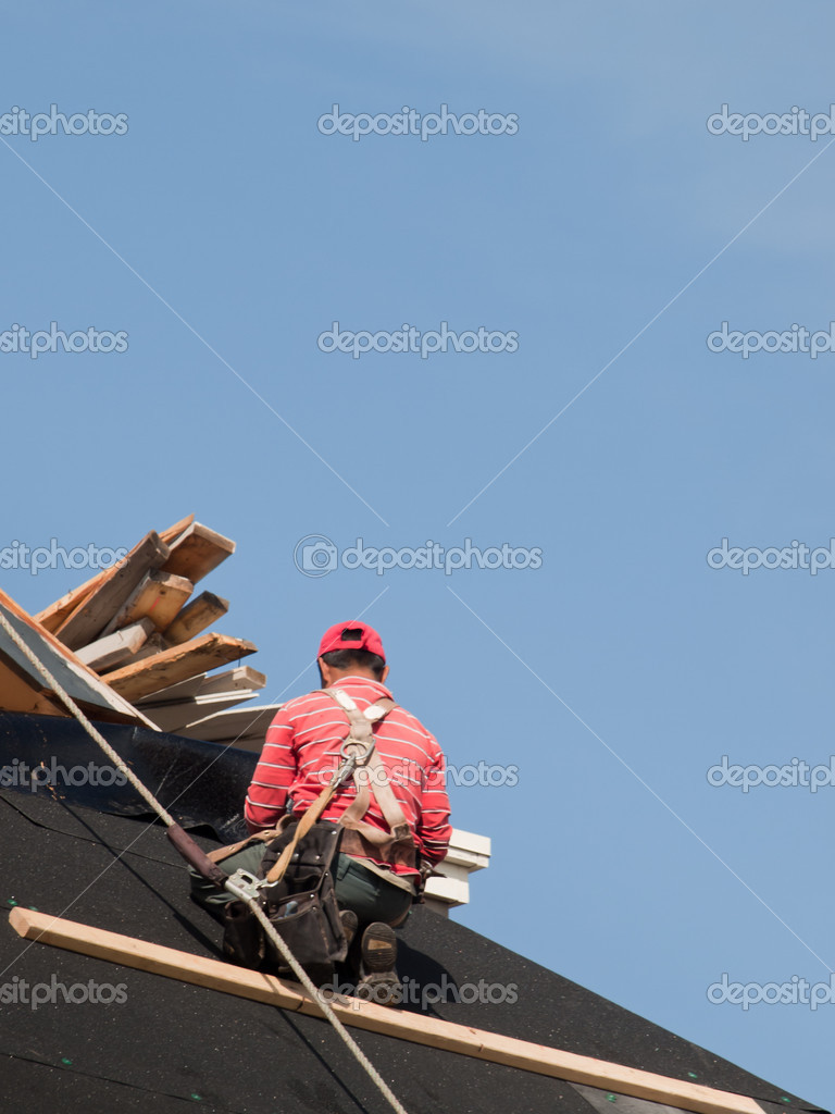 Roof repairs of an apartment building in Colorado. — Stock Photo #6183945