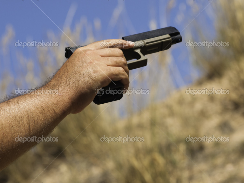 Man practicing target shooring. — Stock Photo #6729831