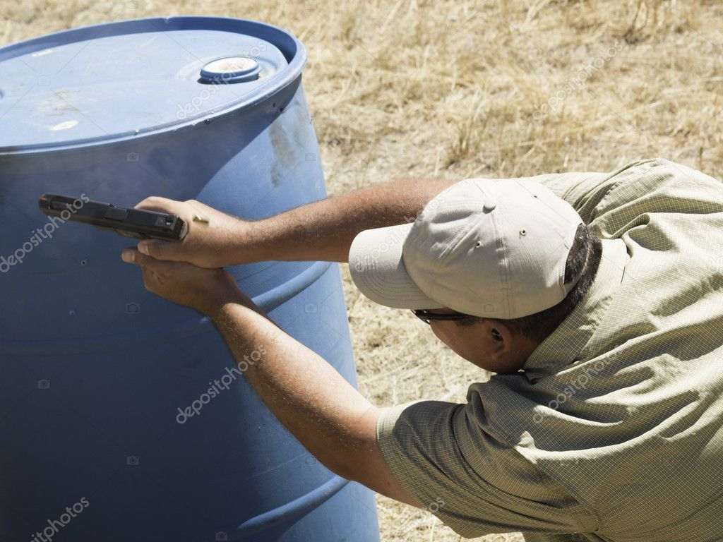 Man practicing target shooring. — Stock Photo #6730056