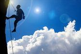 Rotsklimmen op wolk — Stockfoto