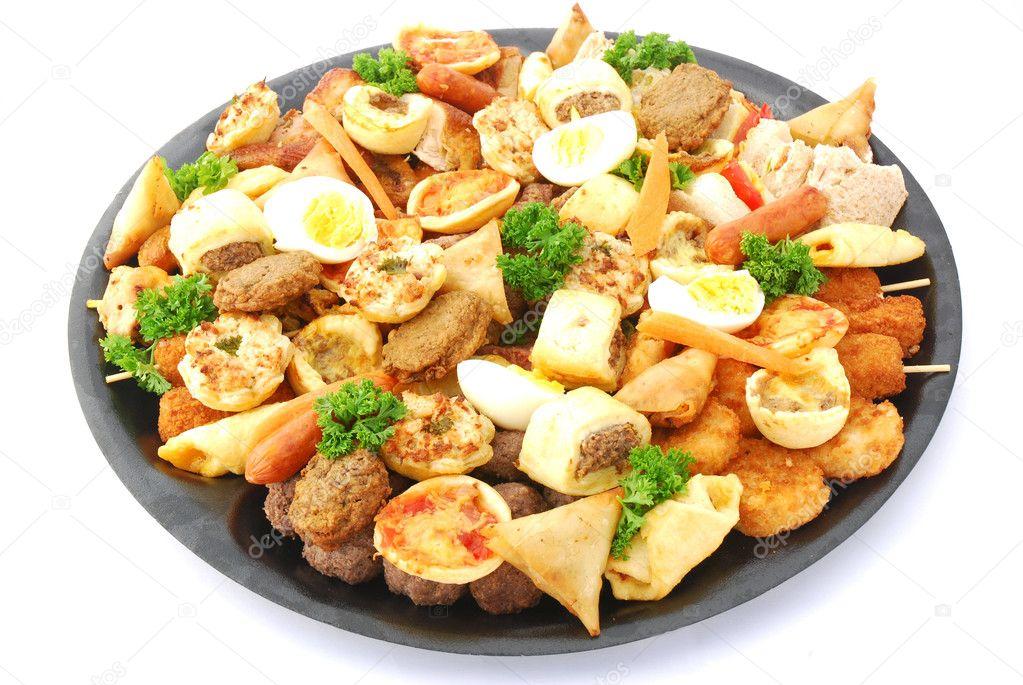 ...отличающейся таким разнообразием ассортимента холодных и горячих закусочных блюд...