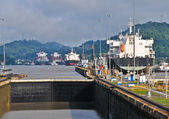 Ship passes through the Panama Channel Locks — Stock Photo