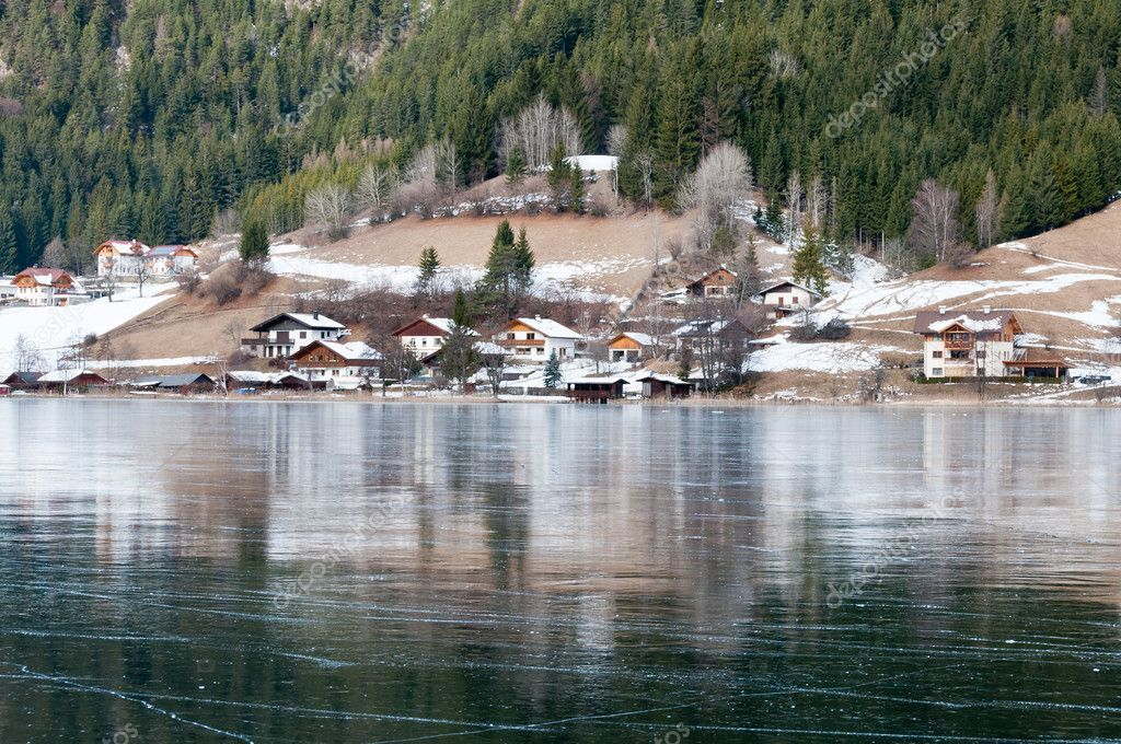 Village at the covered by ice mountain lake in Austrian Alps — Stock Photo #6112410