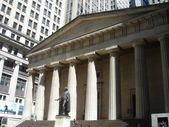 Wall street building federal hall — Stock Photo