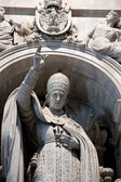 Pope statue inside st peter basilica — Stock Photo