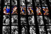 Detalhes de vidro colorido, duomo de milano — Fotografia Stock