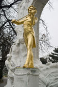 Golden Johann Strauss in Vienna — Stock Photo