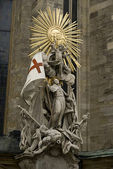 Estatua en st catedral stephens — Foto de Stock