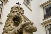 Estátua do leão no palácio hofburg — Fotografia Stock