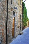 Vieja pared de la casa en la toscana — Foto de Stock